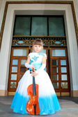 Violinist. Pretty girl in a smart dress with a violin — Stock Photo