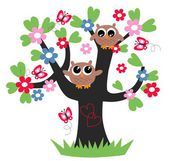 Two sweet owls sitting in a tree — Stock Vector