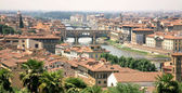 Florence with the river and ponte vecchio in warm light — Stock Photo