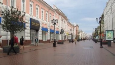 Beautiful historical pedestrian street Bolshaya Pokrovskaya in Nizhny Novgorod Russia — Stock Video