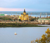 Alexander Nevsky Cathedral and sailboat on confluence rivers Niz — Stock Photo