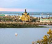 Alexander Nevsky Cathedral and sailboat on confluence rivers Niz — Stock Photo
