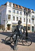 Sculpture of postman at Bolshaya Pokrovskaya street  — Stock Photo