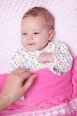 Klein meisje lacht — Stockfoto