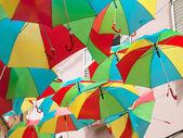 Mångfärgade paraplyer — Stockfoto