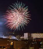 Fogos de artifício sobre a cidade. bydgoszcz, na polónia. — Foto Stock