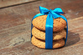Oatmeal cookies, tied in a blue satin ribbon. — Stock Photo