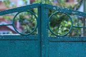 Fragment van de oude poort met een patroon — Stockfoto