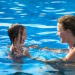 Teaching daughter how to swimm — Stock Photo
