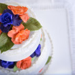 Two Colored Roses Wedding Cake — Stock Photo