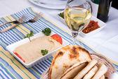 Hummus med vitt vin — Stockfoto