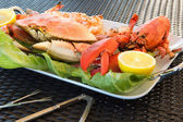 Red Lobster, Crab and Jumbo Shrimps on a big Plate — Stock Photo