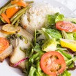 Full Cooked Tilapia Served with Vegetables and Fish Sauce Compli — Stock Photo