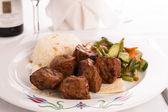 Macro Shots of Shish Kebabs and cooked Vegetables — Stock Photo