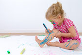Cute Toddler Painting Her Legs Carefully — Stock Photo