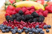 Assorted freshly washed fruit in the kitchen — Stockfoto