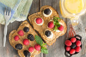 Peanut butter sandwiches with berries and cheese — Stock Photo