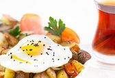 Sunny side up fried egg and vegetables — Stock Photo