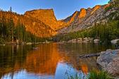 Dream озеро на рассвете — Стоковое фото