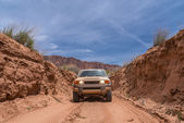 Off road vehicle in the canyon — Stock Photo