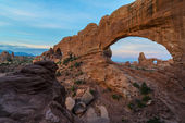 Beautiful sunrise over Turret Arch through North Window  — Stock Photo
