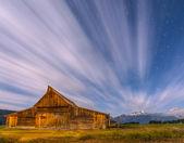 Dramatic night sky at Mormon Row with view at Grand Teton  — Stock Photo