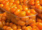 Orange coloured cherry tomatoes for sale — Stock Photo