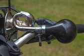 Old style bicycle horn wiht rubber bulb and chrome horn — Stock Photo