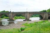 Old bridge and river Tyne at Corbridge, Northumberland — Stockfoto
