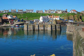 The main harbour, boats, slipways and village at St. Abbs, Berwi — Foto Stock