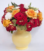 Bouquet of roses in pot — Stock Photo