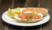 закуска из копченого лосося — Стоковое фото