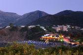 Osvětlení u beach hotelu, noční kréta, řecko — Stock fotografie