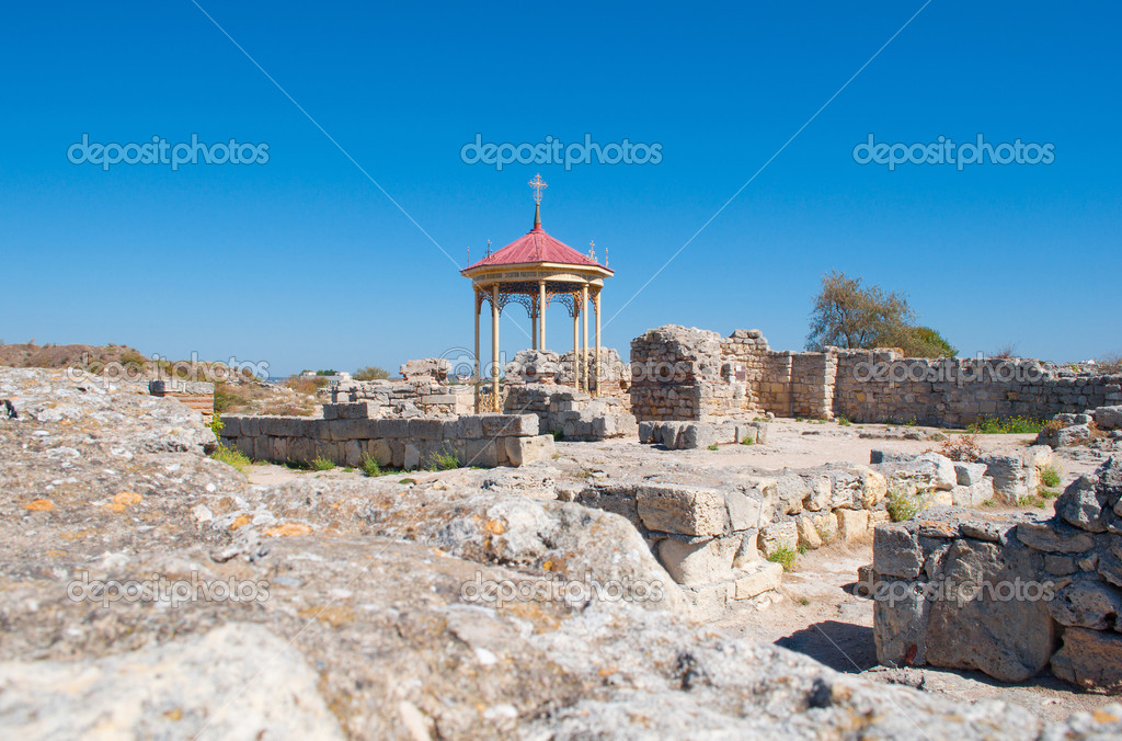 Baptistery of the VI-X centuries in ruins of old Chersonese, Sevastopol, the Crimea, Ukraine — Stock Photo #16794679