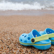 Blue sandals slipper on the sand — ストック写真