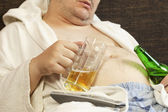 Drunk man asleep with a beer in the hands of — Stock Photo