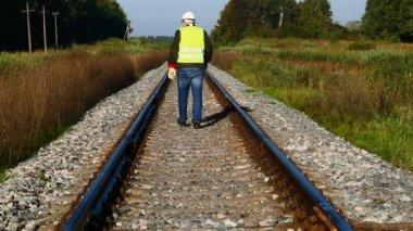 Railroad employee on railway episode 6 — Stock Video