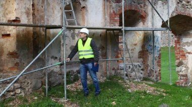 Building inspectors at old ruins episode 1 — Vídeo de Stock