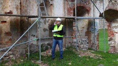 здание инспекторов на старые руины эпизод 2 — Стоковое видео