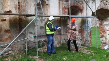 Building inspectors at old ruins episode 3 — Vídeo de stock