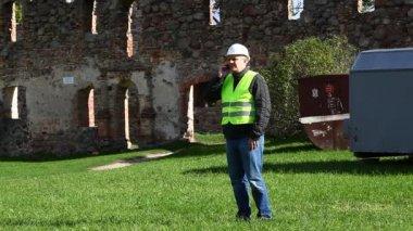 здание инспекторов на старые руины эпизод 6 — Стоковое видео