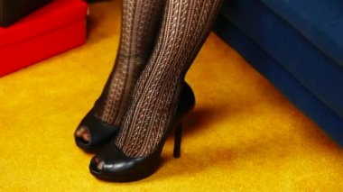 Woman's leg in high-heeled shoes episode 3 — Vídeo Stock