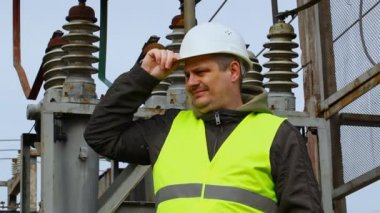 Electrician with outstretched hand with thumb up — Stock Video