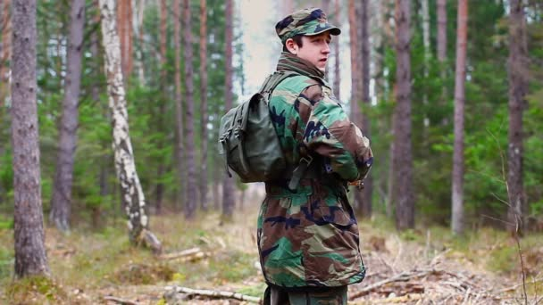 Military man in the forest — Vidéo
