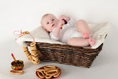 Beautiful baby 6 months basket in the Russian style — Zdjęcie stockowe