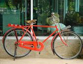 Czerwony rower starodawny — Zdjęcie stockowe