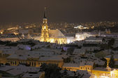 Night city view with St. Michael's Cathedral in Cluj, Romania — Stock Photo