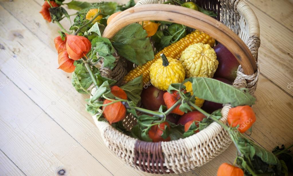 Поделка корзина с овощами из тыквы 18