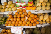 Oranges and other fruits on display on a market stand — Stock Photo