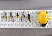 Set of tools on the wall cupboard — Stockfoto